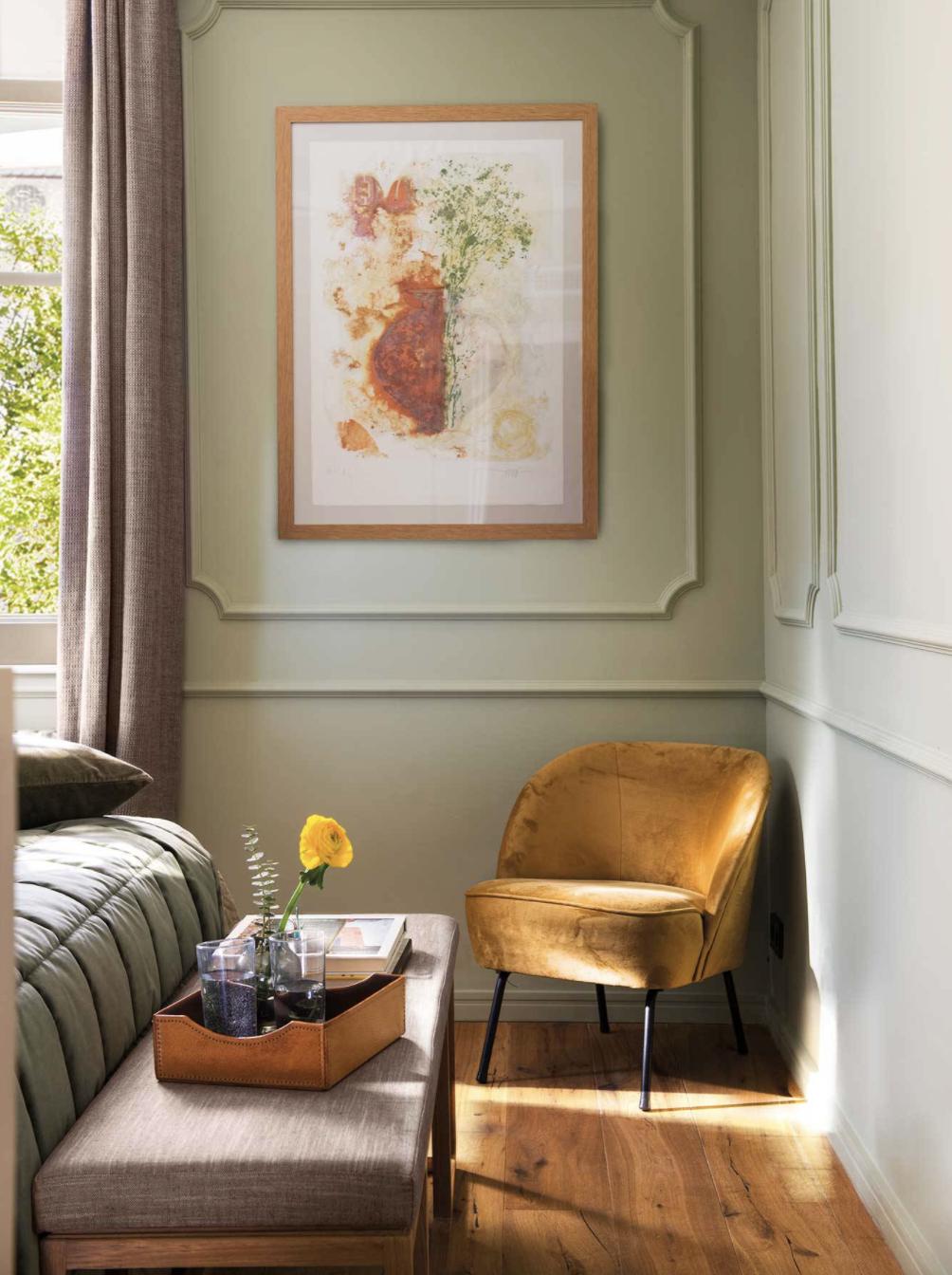 Salón minimalista con decoración low cost
